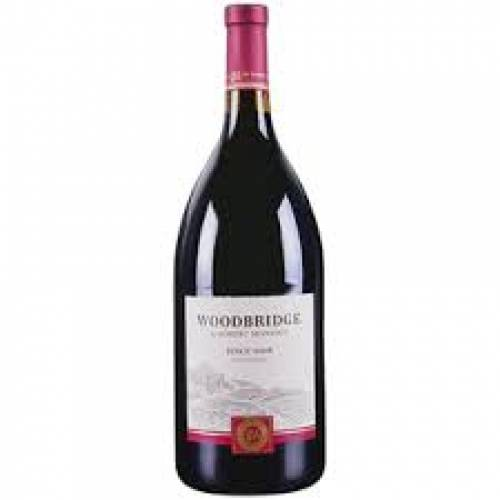 Woodbridge - Pinot Noir - 1.5 L